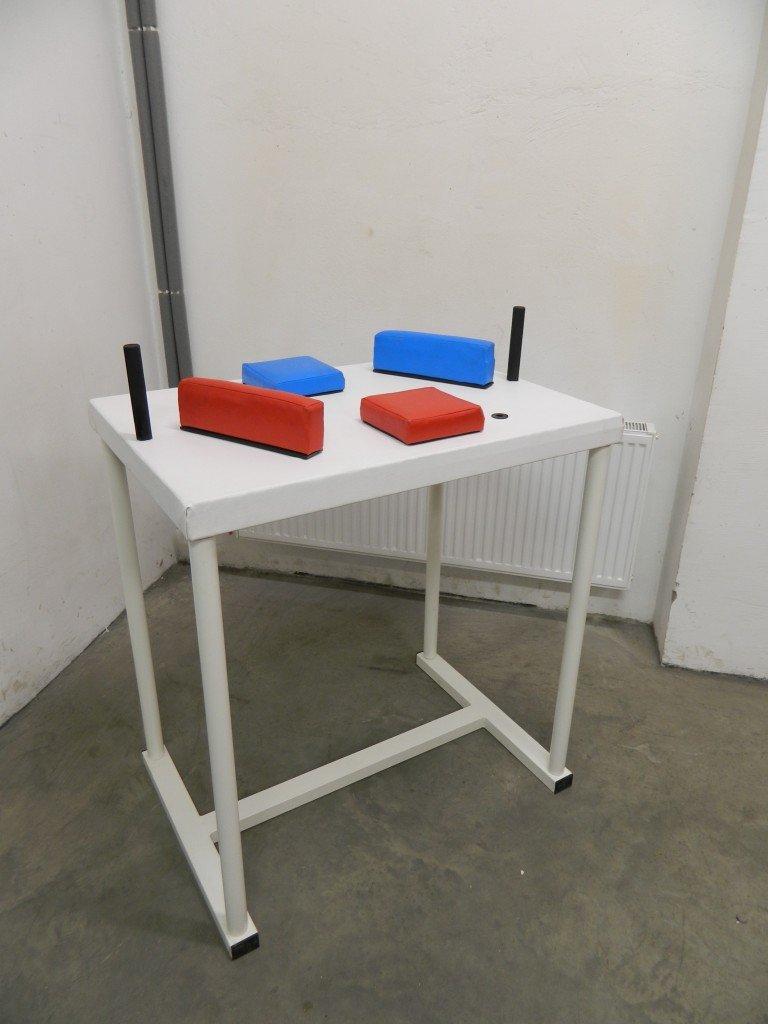 I1 Arm Wrestling Table