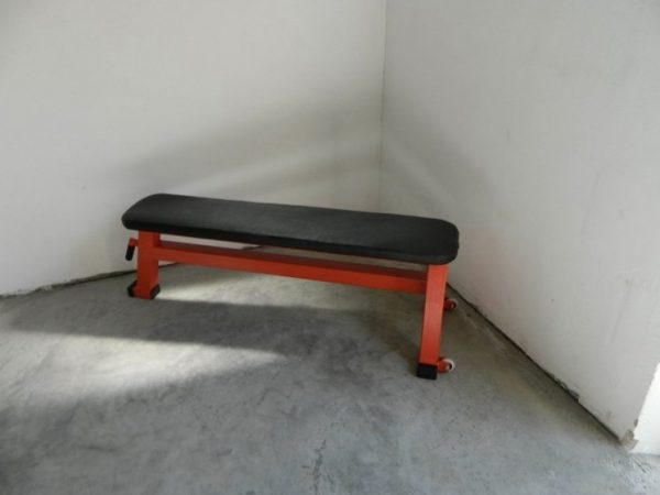 red J1 flat bench