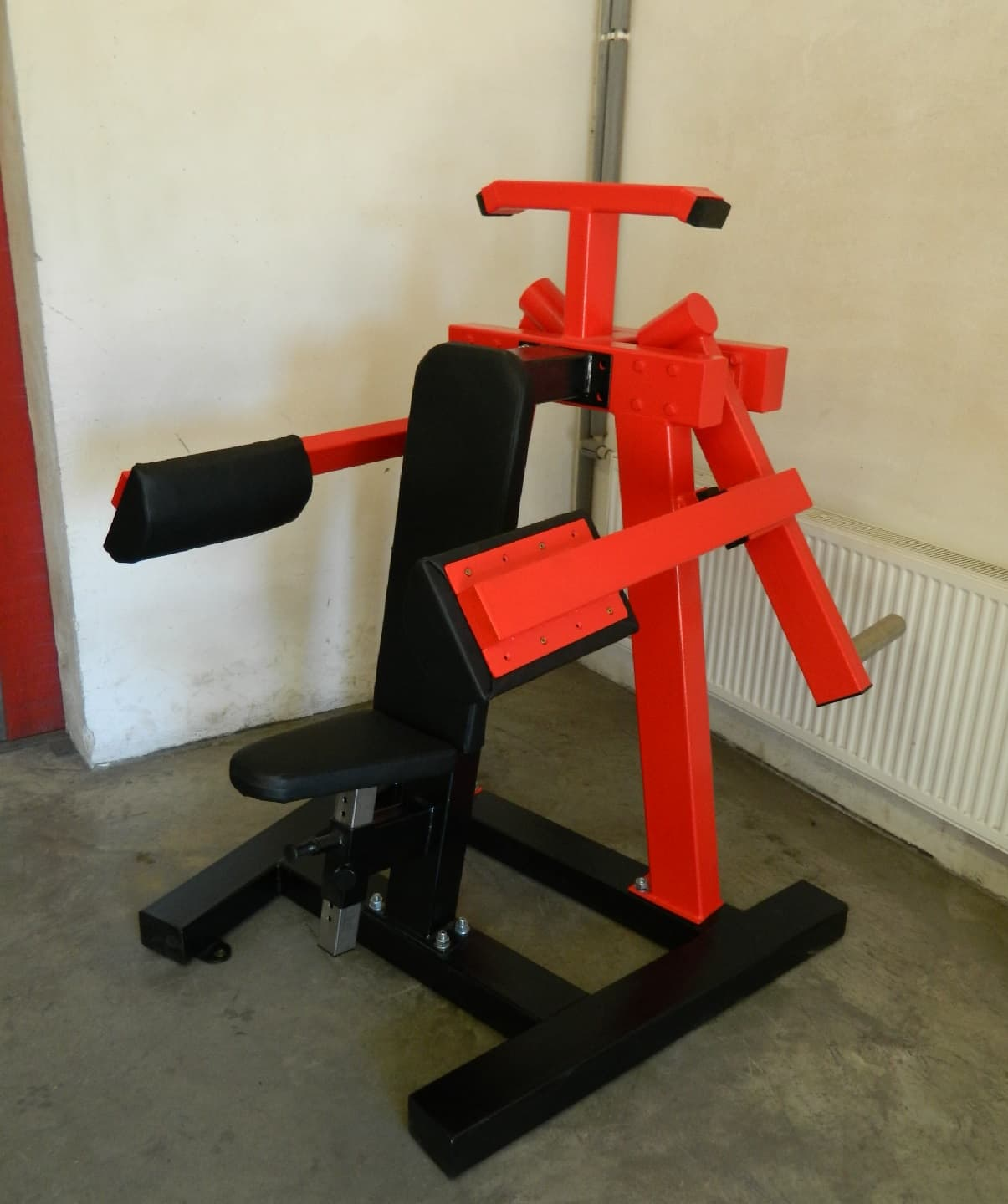 seated-lateral-raise-shoulder-machine-p4