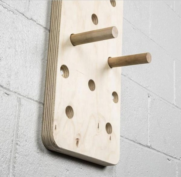 gym-climb-peg-board